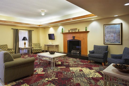 Comfort Suites Innsbrook: Spacious lobby area