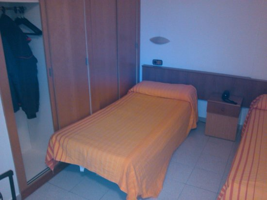 Hotel Crest: Dormitorio 1 (con armarios)
