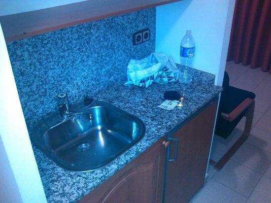 Hotel Crest: Cocinilla