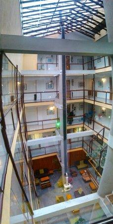 Hotel Crest: Hall desde arriba