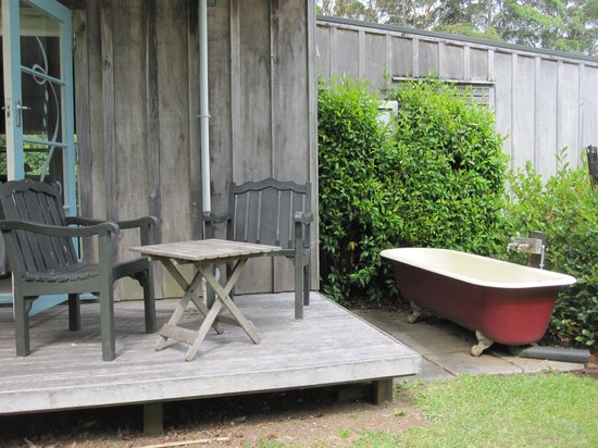Mercury Orchard Accommodation: Rear deck and bath!