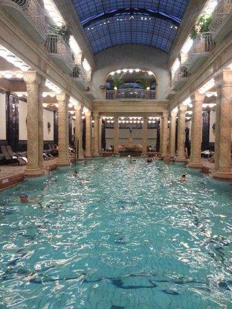 Gellert Spa: Le bassin principal