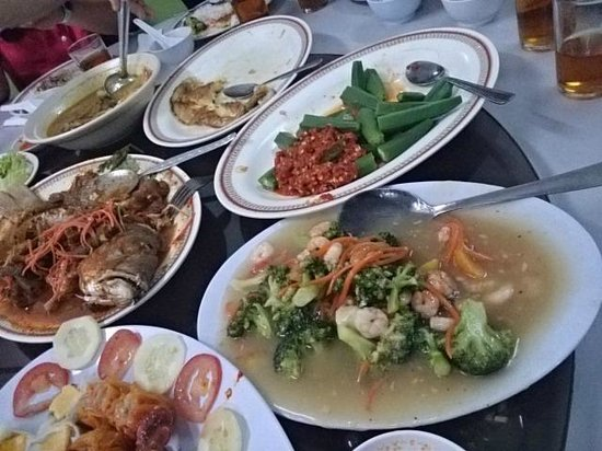 Bibik Neo Restaurant: Assorted dishes