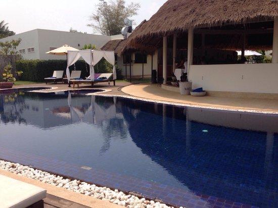 Navutu Dreams Resort & Wellness Retreat: プール