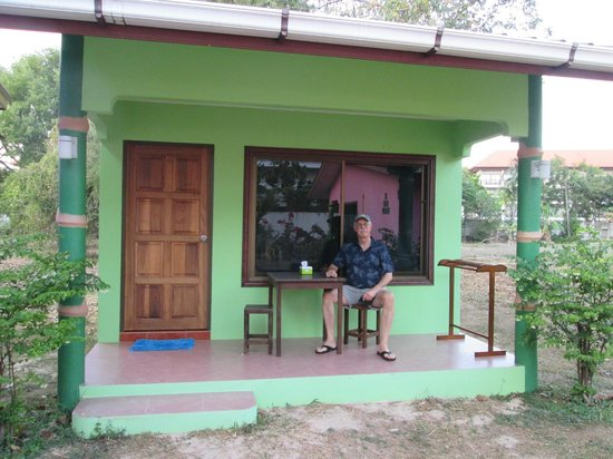 Mai Khao Beach Bungalows: our green bungalow