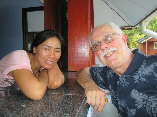 Mai Khao Beach Bungalows: Dao and Gary