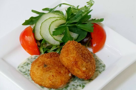 Smithfield Hotel: Salmon fish cakes with a chive cream