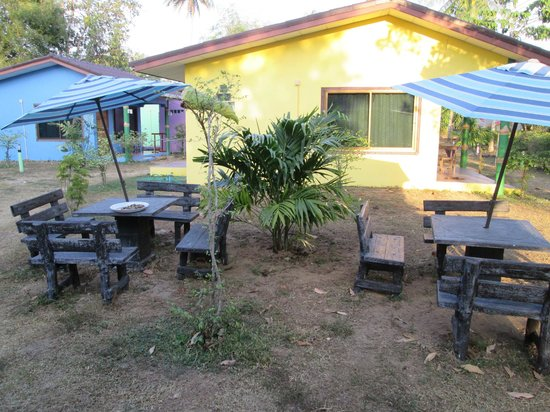 Mai Khao Beach Bungalows: yellow bungalow and outdoor seating