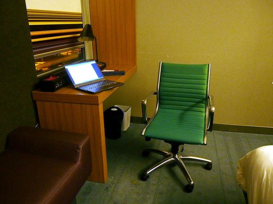aloft Winchester: Desk