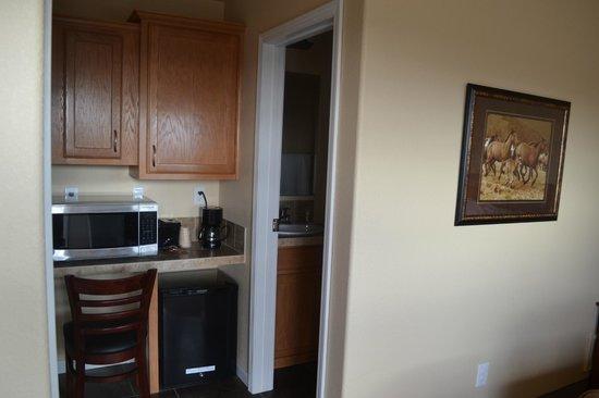 Aspen Lodge & Suites: Hotel Room Image - Desk, Microwave, and Bathroom Entry
