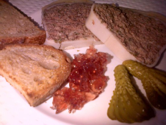 Chez Lena et Mimile : see that gelatine with the chicken liver pate