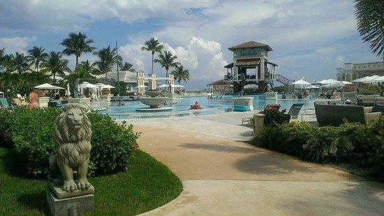 Sandals Emerald Bay Golf, Tennis and Spa Resort: main pool/bar