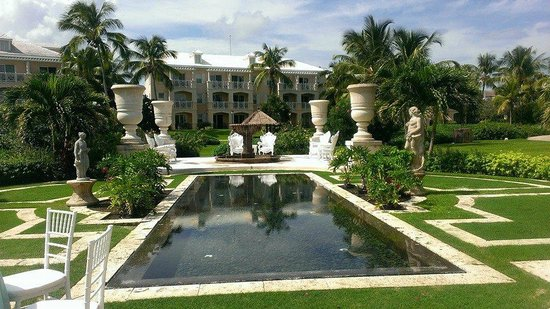 Sandals Emerald Bay Golf, Tennis and Spa Resort : great spot for a wedding!