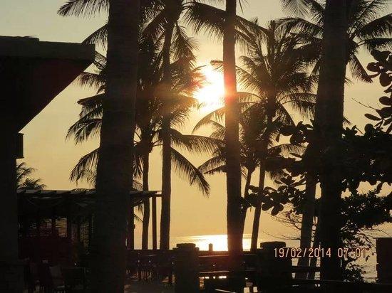 Aroma Beach Resort & Spa, Muine: View from restaurant at 7am