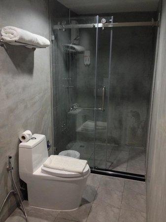 63 Bangkok Boutique Residence Ekamai: Bathroom