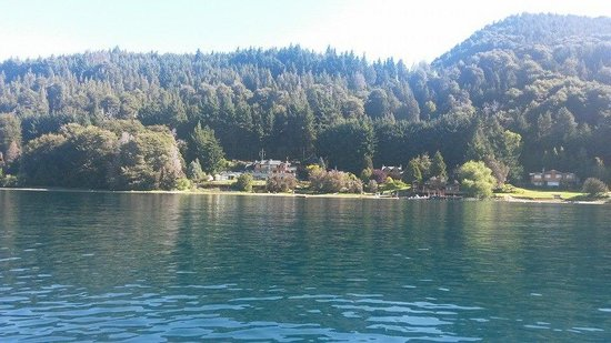 Cabanas Puerto Pireo: Vista de Pireo desde el Lago