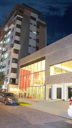 AZ Hotel & Suites: Fachada