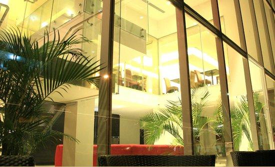 AZ Hotel & Suites: Parte Exterior