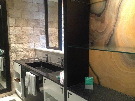 Hard Rock Hotel Riviera Maya: bathroom area
