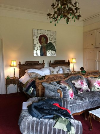 The Ickworth Hotel: Grand Tour: the massive bed