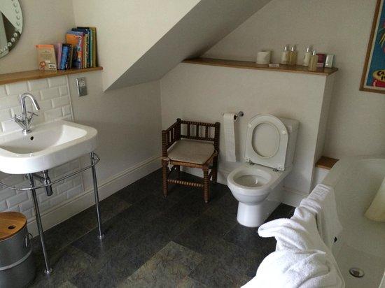 The Ickworth Hotel: Belle Isle: the bathroom