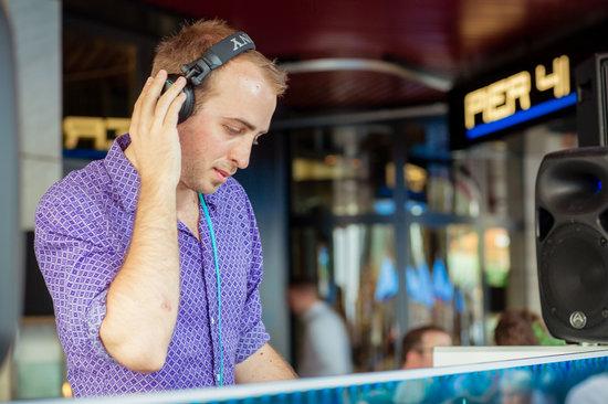 Pier 41: DJ