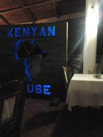 Kenyan House Boutique Hotel: Cangiante di colore