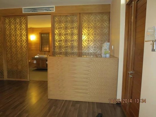 Aroma Beach Resort & Spa, Muine: The bar in front of the bathroom