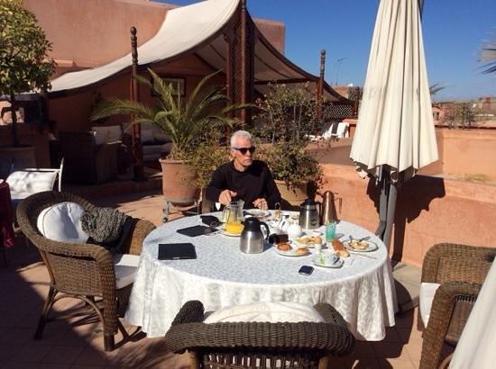 Riad Monika: breakfast on roof terrace