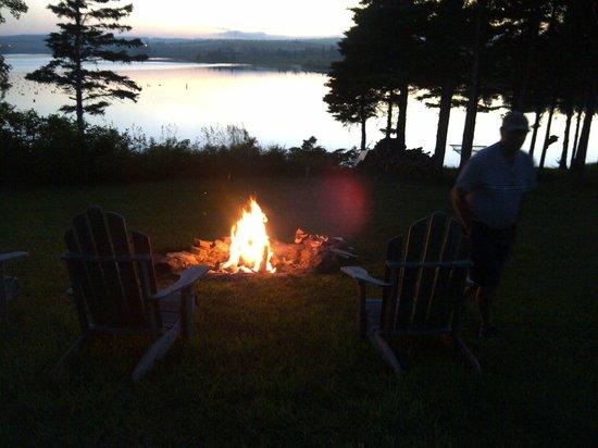 Seawinds Cottages: Campfires!