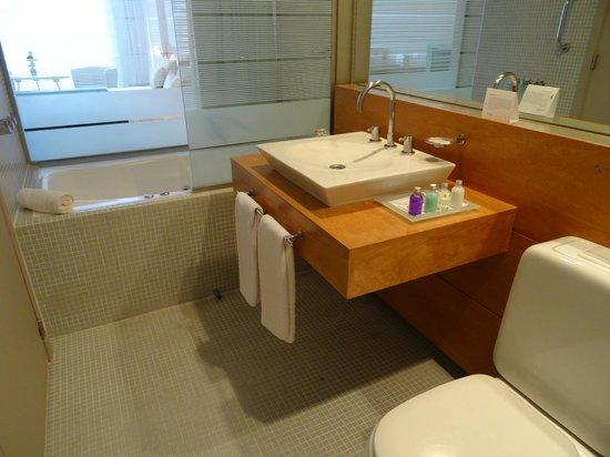 Design Suites Calafate: Salle-de-bains avec baignoire jacuzzi