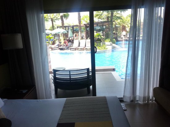 Patong Merlin Hotel : Deluxe pool access room and view