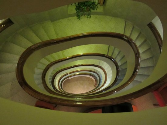 Pao de Acucar Hotel: unusual staircase in hotel