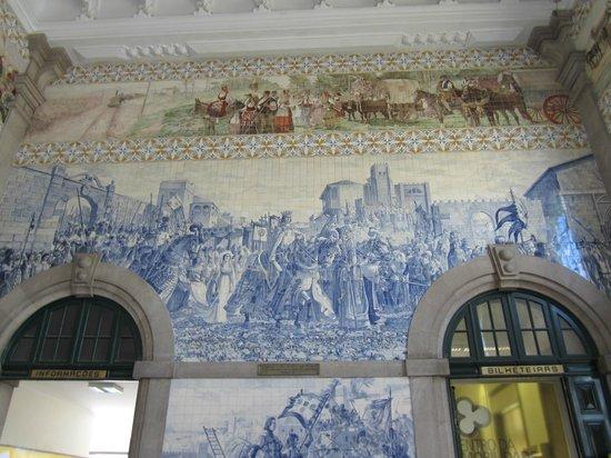 Pao de Acucar Hotel: typical blue tiles in Porto