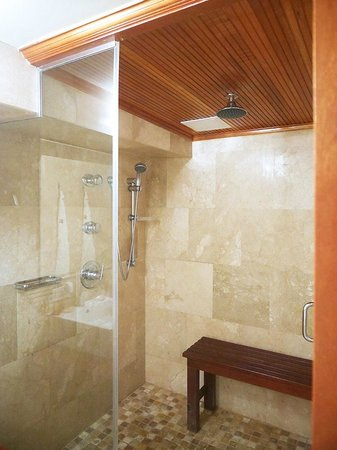 Cervantes : Shower in master bathroom with two shower heads