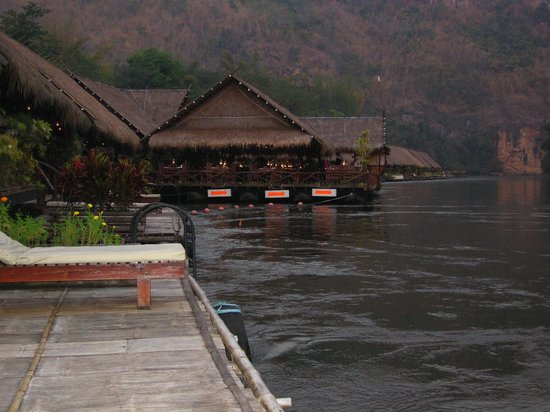 River Kwai Jungle Rafts Resort: Petroleum-Beleuchtung