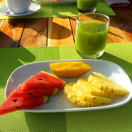 Betterview Bed Breakfast & Bungalow: Fruit and Juice for Breakfast
