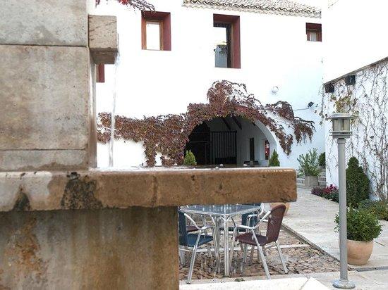 La Casa de la Torrecilla: Fuente patio-terraza
