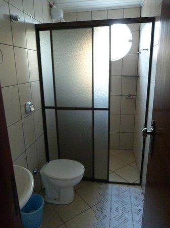 Hotel Rouver: Bathroom