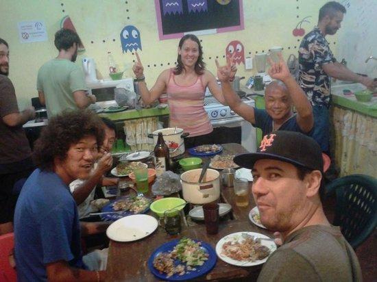 Graffiti Playa Hostel : international dinner