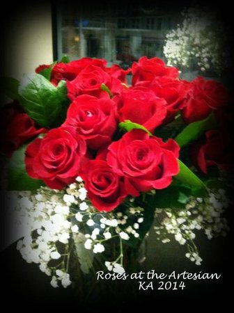 The Artesian Hotel, Casino & Spa: Roses in lobby of the Artesian for Valentines week.