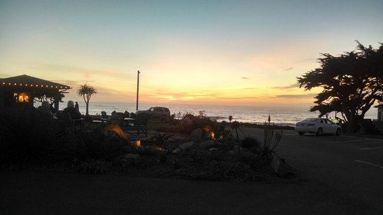Cambria Shores Inn: Sunset from Room 13