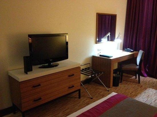 Radisson Blu Hotel, Muscat: TV