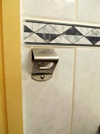 The Three Queens Hotel and Lodge: Bottle opener in bathroom!