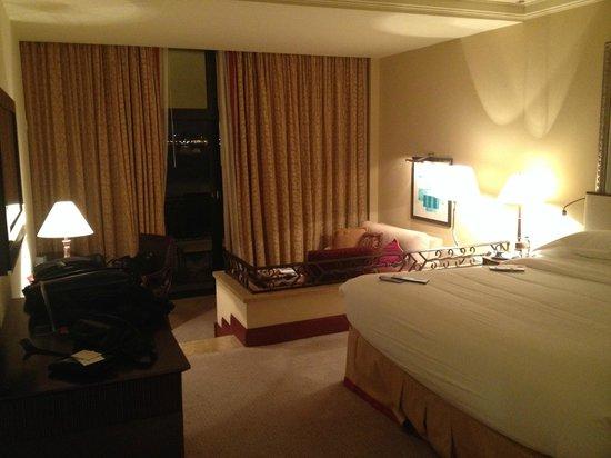 Sheraton Grand Doha Resort & Convention Hotel : room