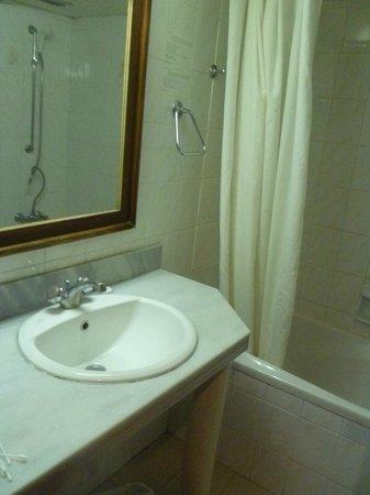 Polycarpia Hotel: Ванная)