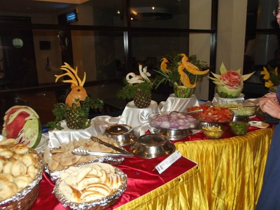 Whispering Palms Beach Resort: Weekly themed buffet
