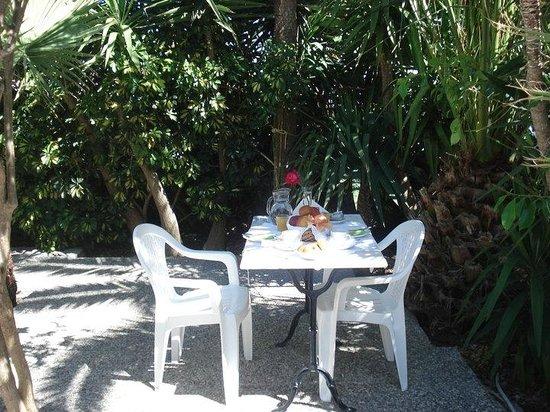 Pension George: outdoor breakfast area