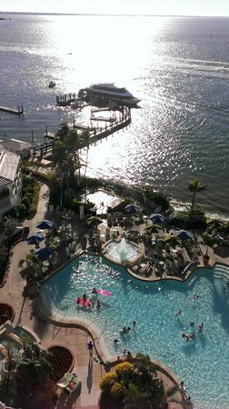 Sanibel Harbour Marriott Resort & Spa : photo of pool, beach, and rec area from room on 8th floor
