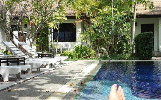 Nai Yang Beach Resort and Spa : Dreckige Liegen, versiffte Poolanlage